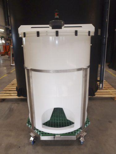 Cuve 500 Litres cylindro-conique en PEhd naturel sur support mobile inox